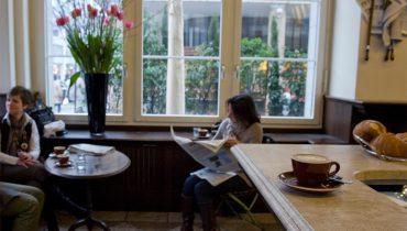 Kaffeehauskultur, auch in Zürich: hier im Café Stanza am Bleicherweg. (Bild: Karin Hofer / NZZ)